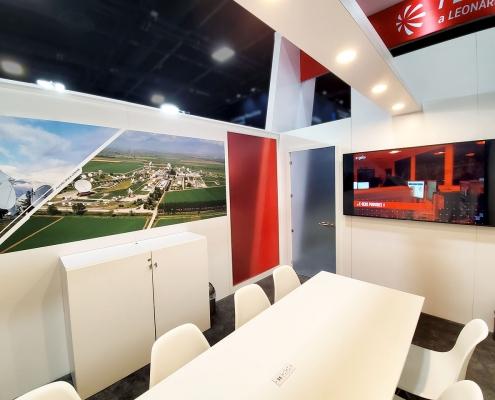 Stand-sur-Mesure-Leonardo-Telespazio-Satellite-2020-Salle-Reunion