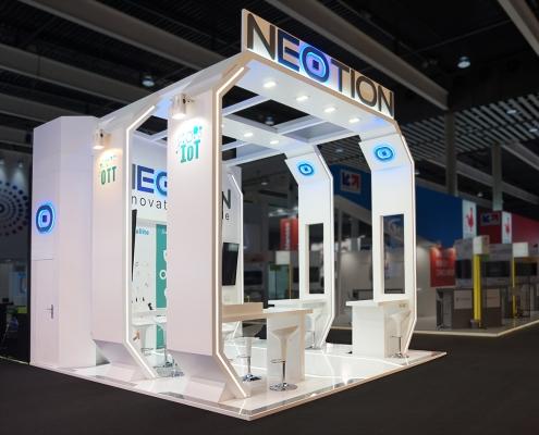 Stand-sur-Mesure-Neotion-MWC-2018-Logo-3D